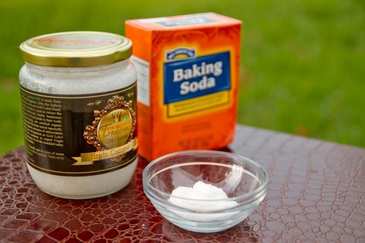 baking-soda-and-coconut-oil-cleanser.jpg